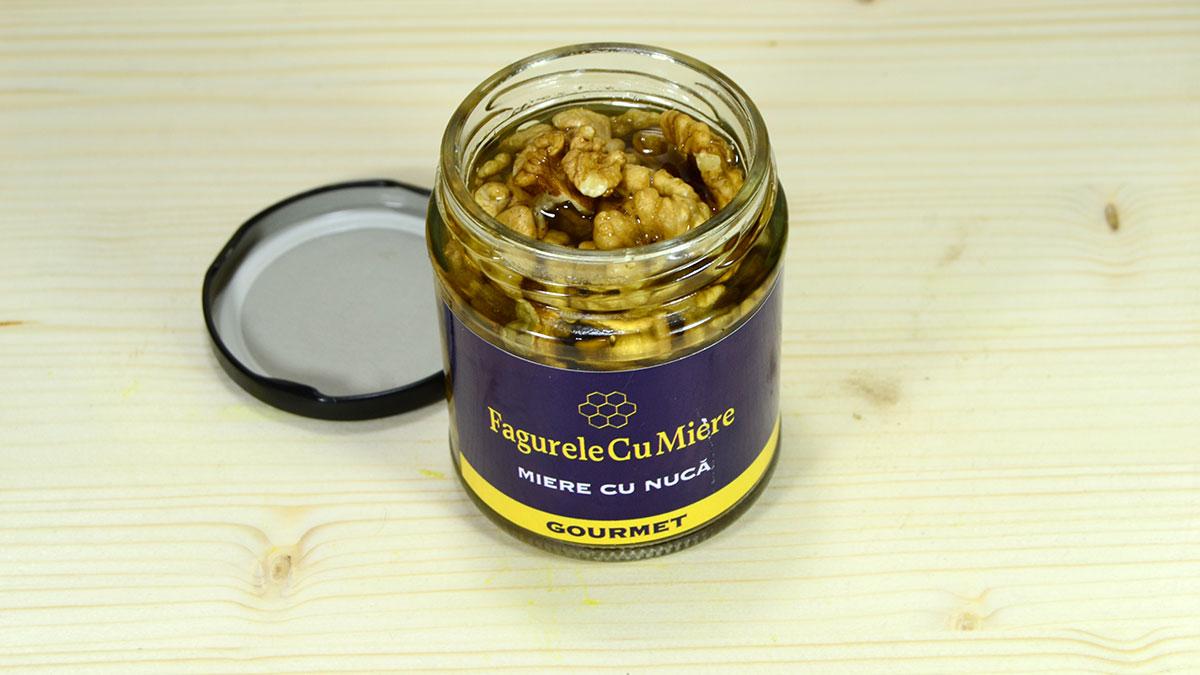 Beneficiile mierii cu nucă